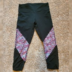 Woman's cropped Fabletics leggings